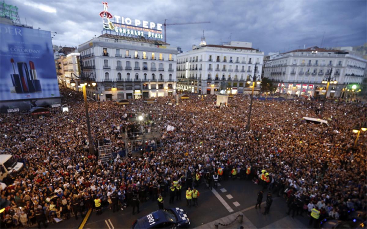 una-vista-general-plaza-del-sol-durante-las-celebraciones-del-real-madrid-por-conquista-undecima-champions-1464556479509