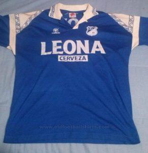 IMAGEN: http://www.oldfootballshirts.com/es/teams/m/millonarios/old-millonarios-football-shirt-s13679.html